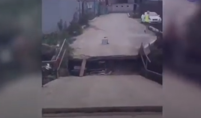 In Vladivostok, you need to rebuild the bridge after the typhoon leaves