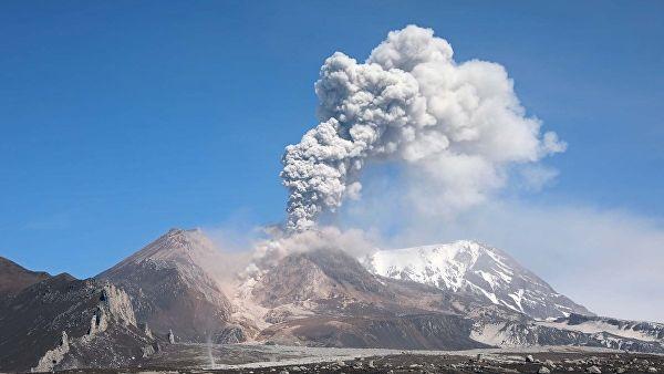 On the Kuril Islands woke up the volcano