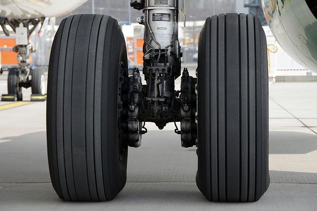 Airplane damaged landing gear before departure from Yuzhno-Sakhalinsk