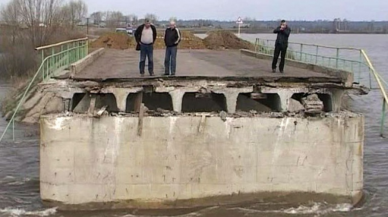 Part of the bridge in Primorye was caused by flood waters - the administration of the region