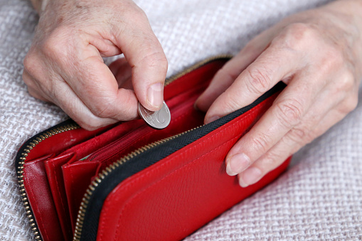 A bank employee in Primorye stole 60 thousand rubles from a pensioner's card