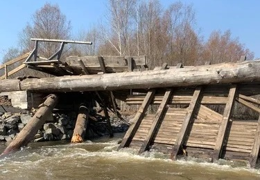 In Primorye, a car fell from a bridge was found in the river, where three drowned