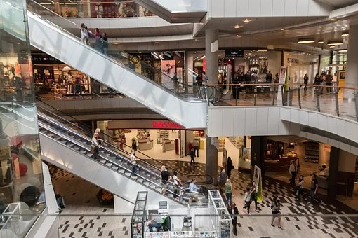 Teenagers were allowed to be in shopping centers alone in the Amur region