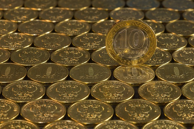 Economists: GDP in Russia may fall by 8%, and the dollar rise to 90 rubles