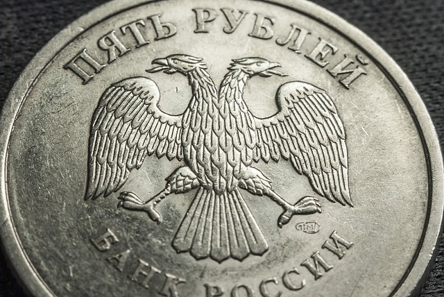 The ruble fell in price due to falling oil prices