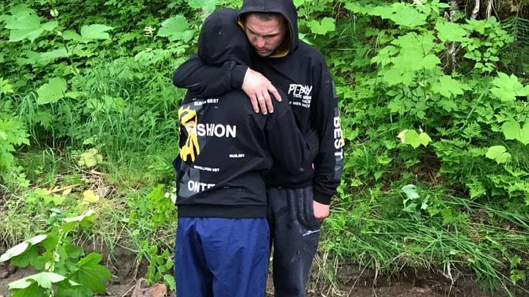 A married couple in Kamchatka escaped from a bear in the trees for 11 days