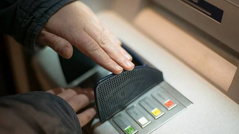 The Central Bank advised banks to limit the acceptance and issuance of cash