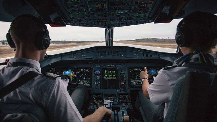 More 400 pilots barred from flying in Russia