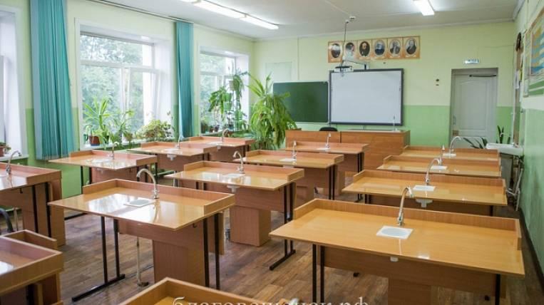 Blagoveshchensk high school students finish studying on May 23