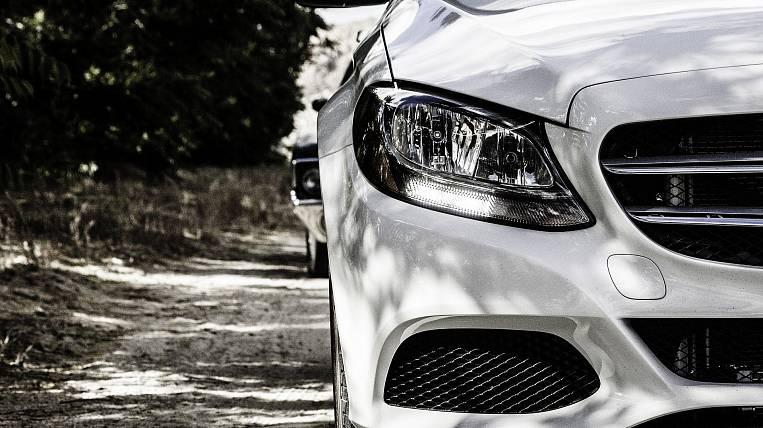 Car dealers started selling cars online