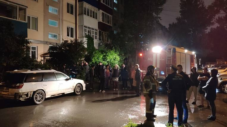 An oxygen cylinder exploded in a residential building on Sakhalin