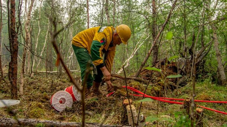 Paratroopers exploded to extinguish a forest fire in the Amur region