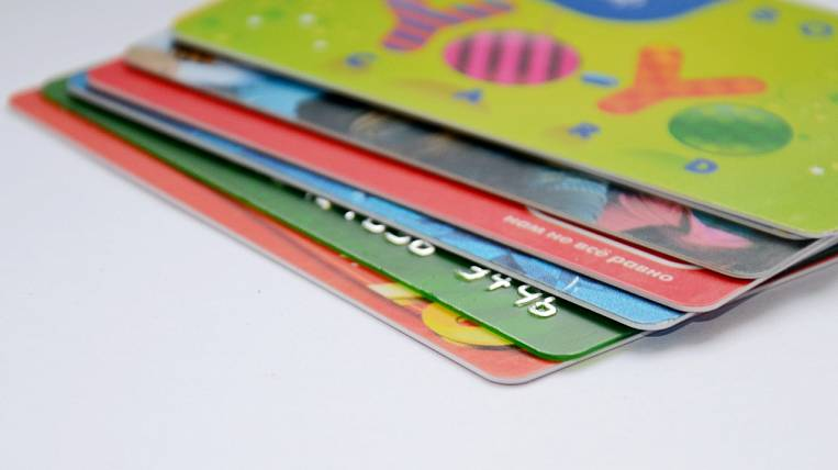 Experts warned of possible interruptions in the supply of bank cards