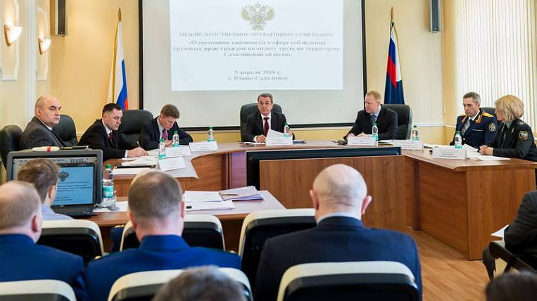 Yuri Gulyagin took personal control of the situation with the payment of debts on wages to residents of the Sakhalin region