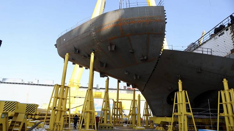 The construction of a giant tanker is completed in Primorye