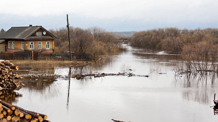 Water began to leave the flooded village in the Khabarovsk Territory