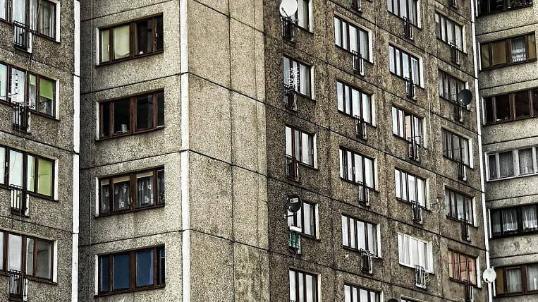 The entrance to the apartment building in Birobidzhan was quarantined