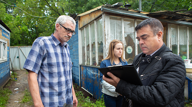 In Vladivostok, began to examine the flood-affected housing