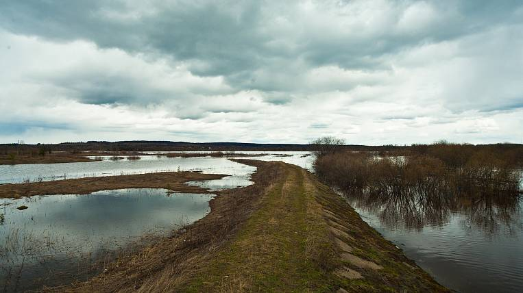 Evacuation of residents due to the flood continues in the village in Kamchatka