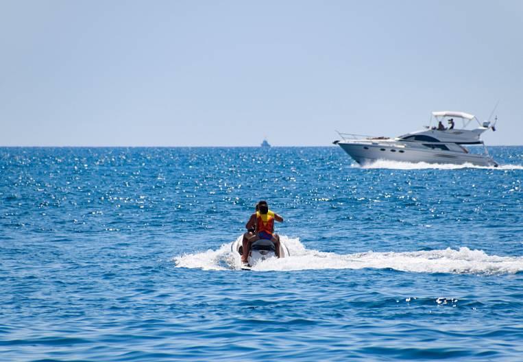 From mini-cruises to elite tours