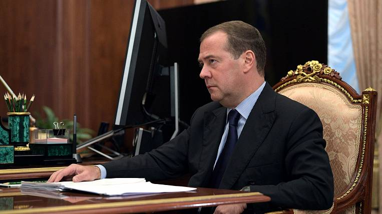 Medvedev: 10 regions did not violate the resettlement of emergency housing
