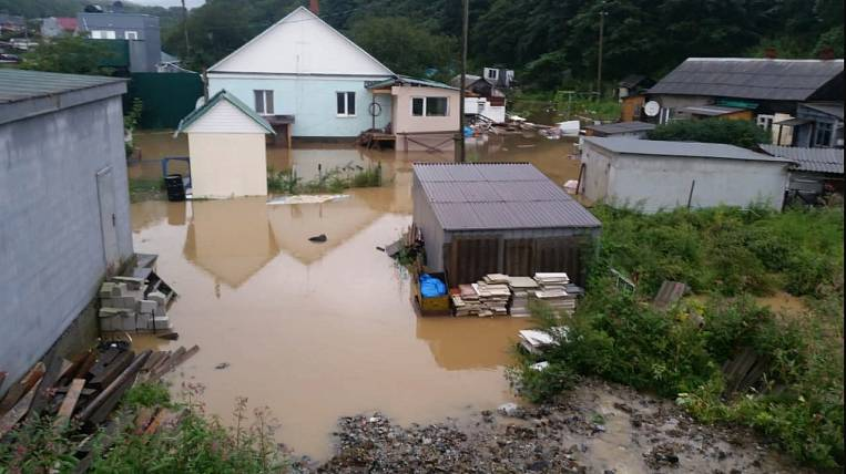 In the suburbs of Vladivostok evacuate local residents