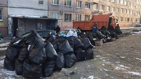 Vladivostok rakes the garbage mountains