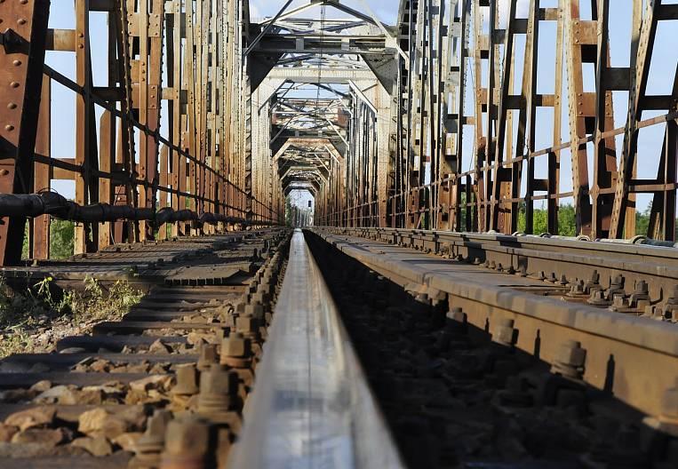 The bridge project was drawn in coal