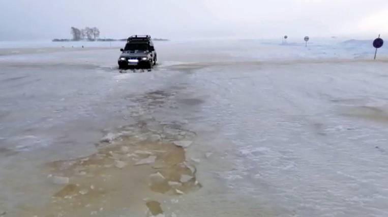Crossing the Amur River flooded in the Khabarovsk Territory