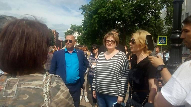 Senator Greshnyakova came out to the protesters in Khabarovsk