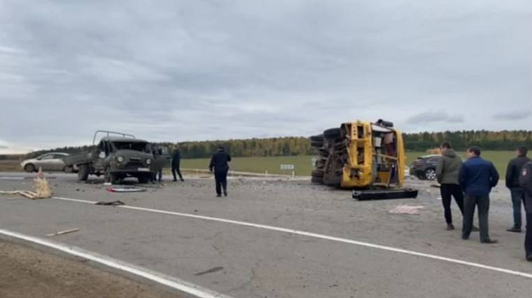 Seven people were injured in an accident with a school bus in Priangarye