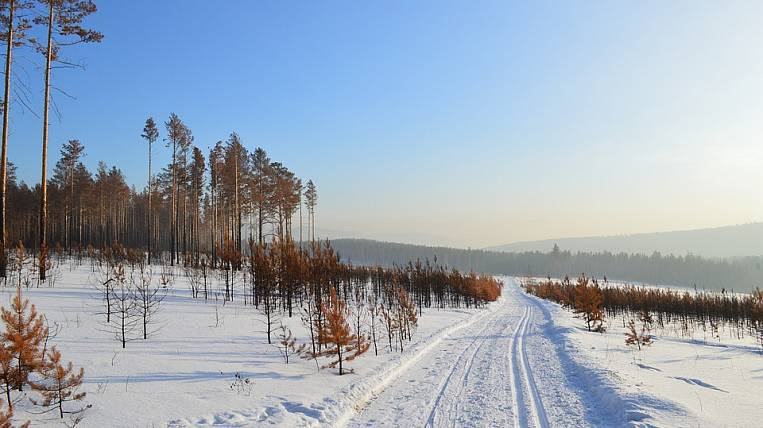To import fuel to the Chukchi village, they began to build a winter road