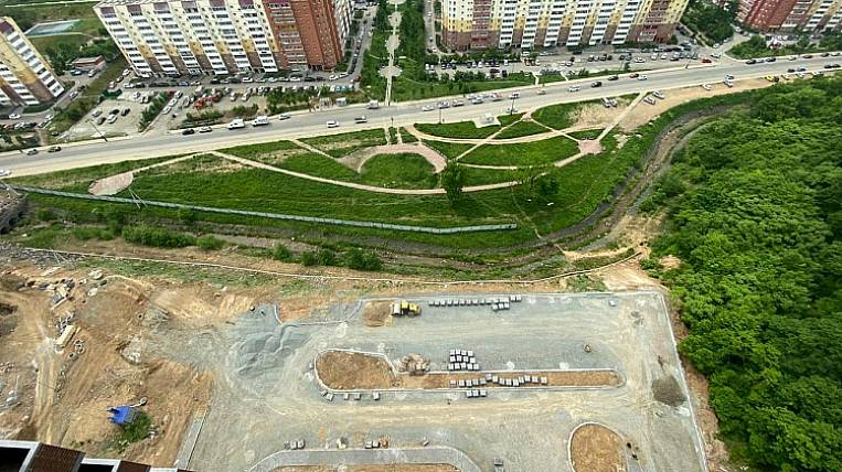 Another unfinished building for real estate investors is being leased in Primorye