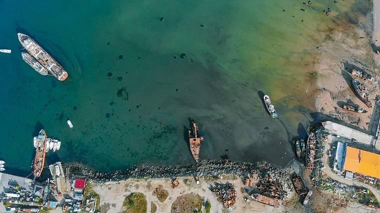 The Nagaev Bay began to be cleaned of sunken ships in Magadan