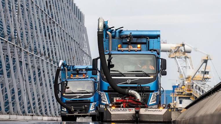The newest vacuum loader has replenished the fleet of special vehicles of Vostochny Port JSC