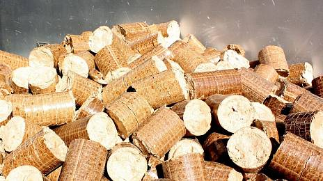Heat-generating wood chips