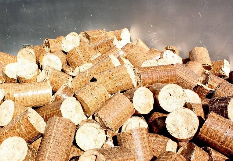 Heat-generating wood chips