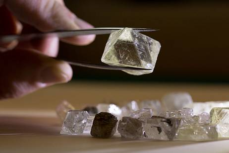 ALROSA sold over 600 diamonds at auctions in April