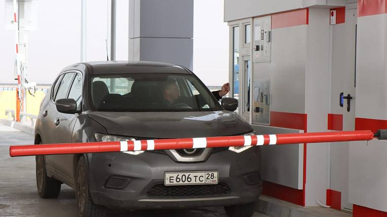 The toll collection point on the cross-border bridge across the Amur is ready to work