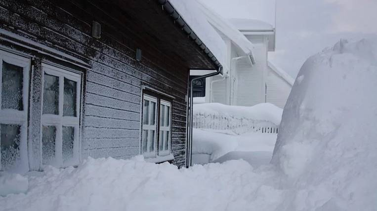 The village turned out to be in a snow blockade on Sakhalin