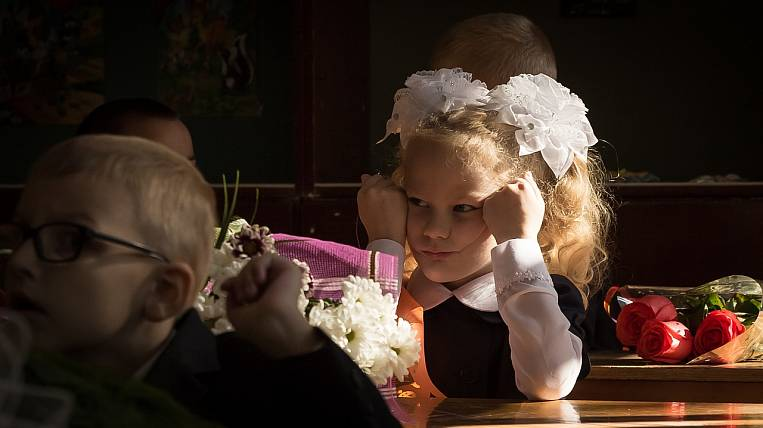 Khabarovsk schoolchildren finish school year earlier than usual
