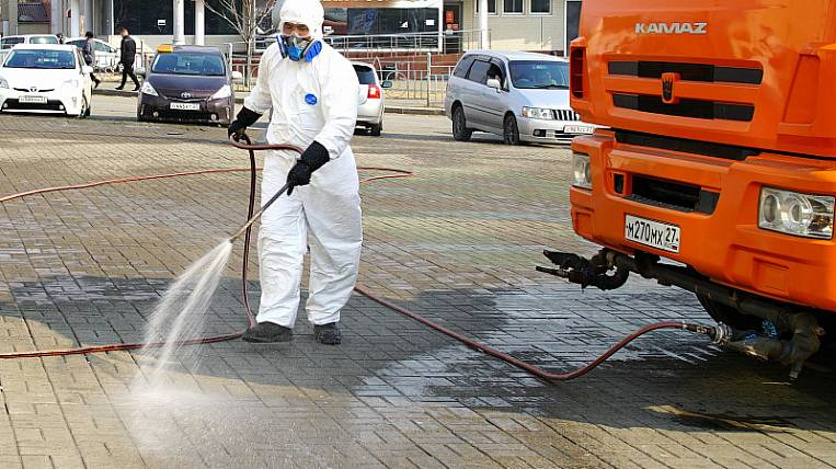 Military from Primorye disinfect the streets in Khabarovsk