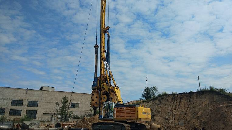 The highest drilling rig in Transbaikalia was used to repair the road in the village