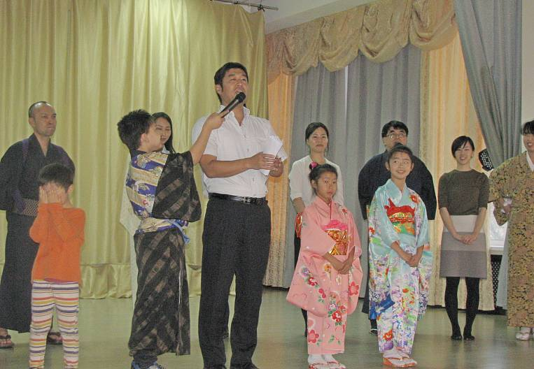 Kimono show in the form of a Japanese farce