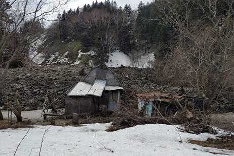 Overburden rocks descended to dachas in Sakhalin