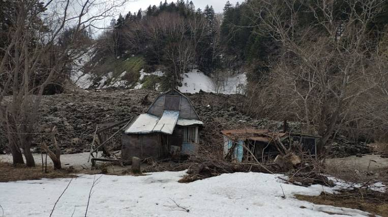 Overburden rocks descended to dachas in Sakhalin