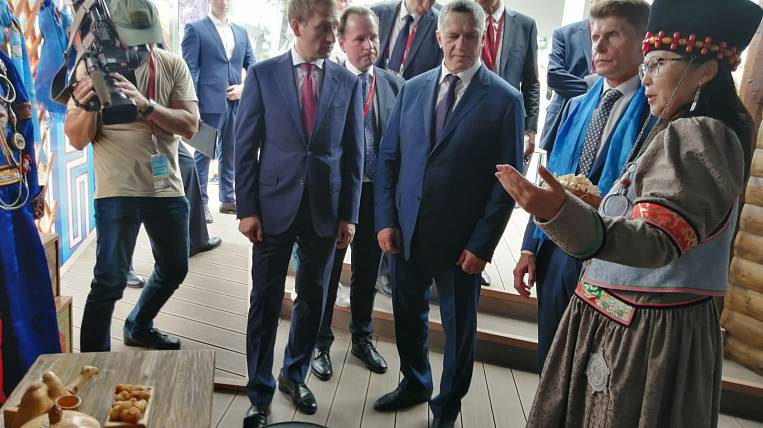 Yuri Trutnev visited the exhibition pavilion of Transbaikalia at the Eastern Economic Forum