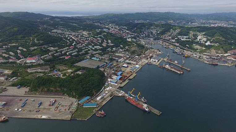 A series of crab anglers began to be built in Nakhodka
