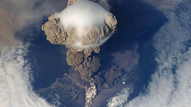 Klyuchevsky volcano threw an ash column 5,5 km high