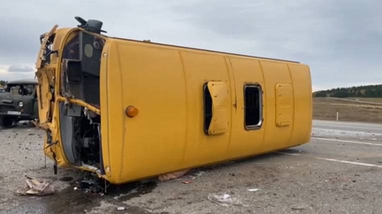 School bus overturned with children in Priangarye